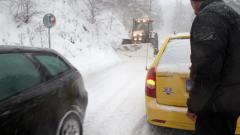 Обилен снеговалеж на прохода Шипка