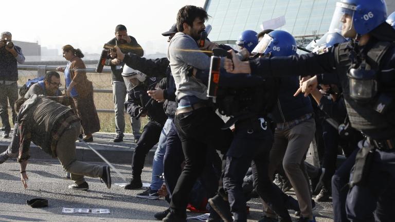 Турски учени и студенти излязоха на протест в Истанбул срещу чистките
