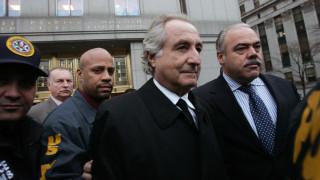 Кой беше Бърни Мадоф, наричан най-големият финансов измамник в историята?