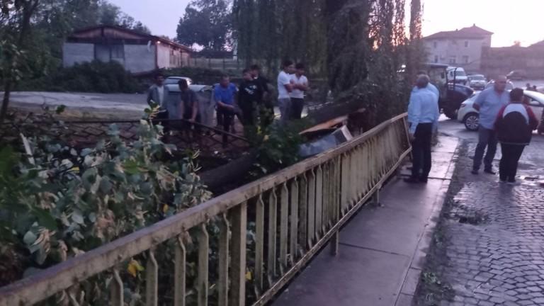 Смерч връхлетя тополовградското село Орлов дол и нанесе щети на