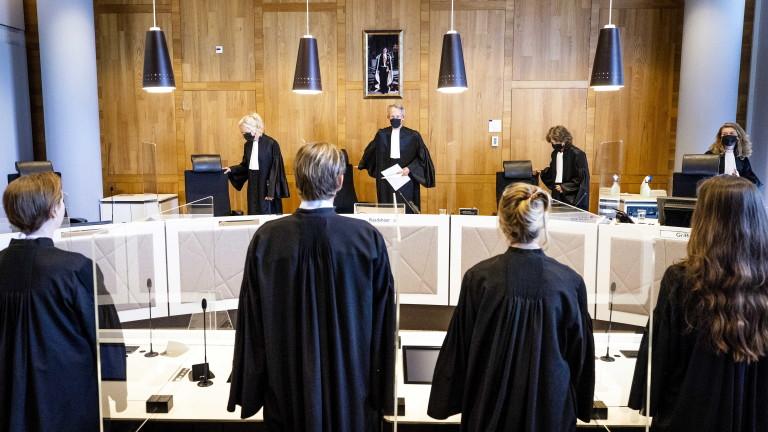 Холандски съд разреши на 12-годишен ваксинация въпреки спор на родителите му