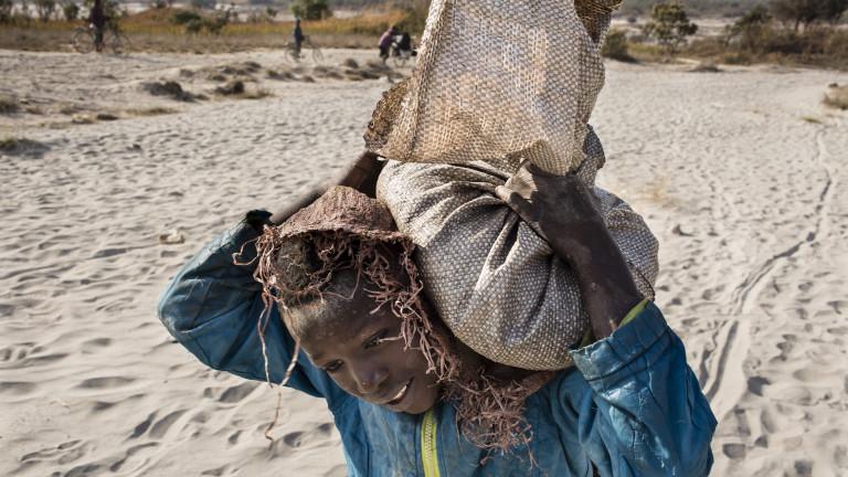 Съдят Apple и Google в САЩ заради смъртта на конгоански деца в кобалтови мини