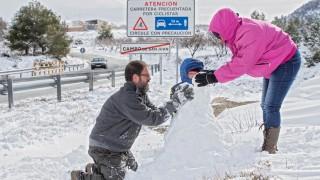 Силен снеговалеж блокира Испания