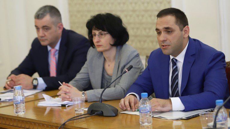 Тристранката ще реши съдбата на законопроекта за публичните предприятия, внесен