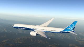 Нов скандал с Boeing? Спират 777 след взрив на двигател в полет