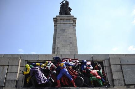 Русия иска виновници за изрисувания паметник