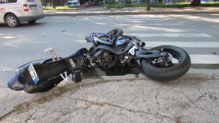 Челна катастрофа между мотор и кола блокира булевард в Бургас