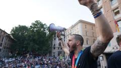 Щур парад и неподправена радост в Италия