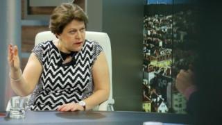 Дончева вижда неграмотност, невежество и агресивност като белег на управлението