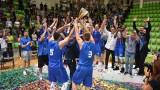 """Привържениците на Левски поздравиха """"сините"""" баскетболисти за титлата на България"""