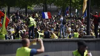 """Над 250 души са задържани при протеста на """"жълтите жилетки"""" в Париж"""