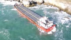 Разтоварени са около 800 т от товара на заседналия кораб Vera Su
