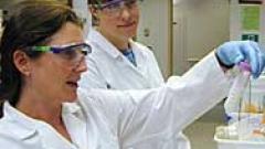 Учени създадоха работещ като суперкомпютър йонен кристал
