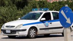 Гръцката полиция спаси 60 мигранти, изоставени на магистрала