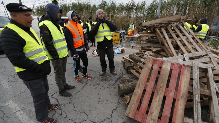 Протестиращи във Франция, разгневени от по-високите акцизи върху горивата, са