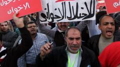 """Протестиращи запалиха централата на  """"Мюсюлмански братя"""" в Кайро"""