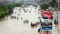 Наводнения в Пакистан взеха 13 жертви