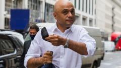 """Здравният министър на Великобритания се извинява за призив към хората да не """"треперят"""" от COVID-19"""