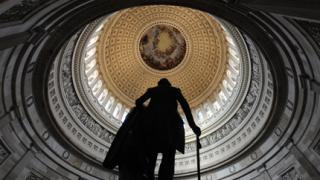 Конгресмен поиска дискусия за закона за оръжията