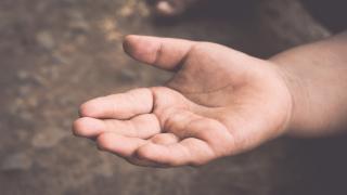 Едно от пет деца живее в крайна бедност