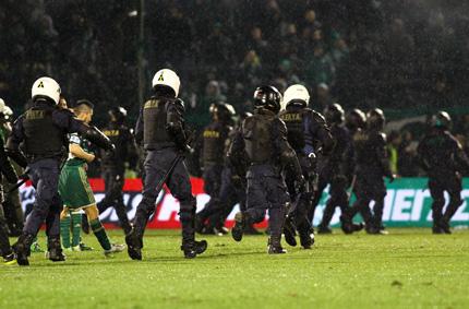 Спряха футболното първенство в Гърция