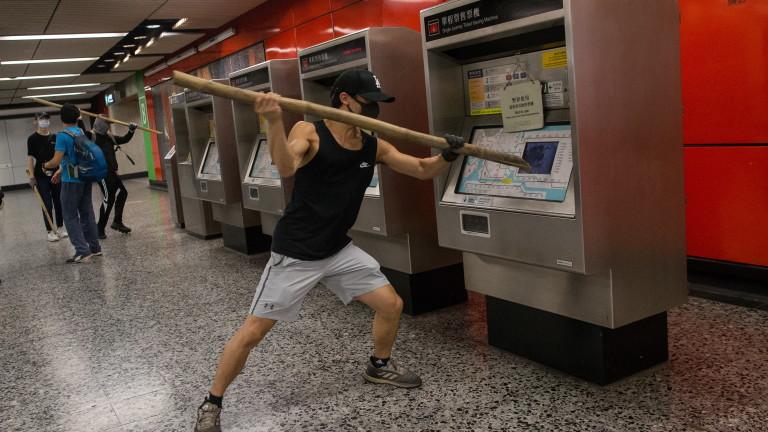 Хонконгските власти засилиха мерките за сигурност на и около летището,