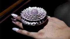 Пръстенът с най-много диаманти в света