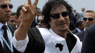 Кадафи в ТВ ефира, въпреки бомбите