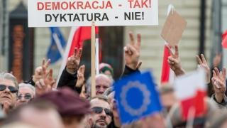 Полско радио пуска химн в знак на протест