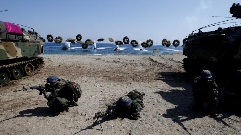 Пентагонът отменя военните игри с Южна Корея през август