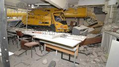 Укрепиха сградата, в която се заби 40-тонен кран