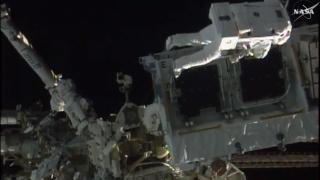 """НАСА: Безупречна 6-часова """"космическа разходка"""" на френски и американски астронавти"""