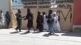 Талибаните започнаха с екзекуции на предали се пленници, има боеве на 11 км от Кабул