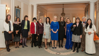 Захариева и жените-посланици обсъждат бежанската криза