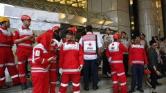 Близо 80 ранени при срутване на етаж на фондовата борса в Джакарта