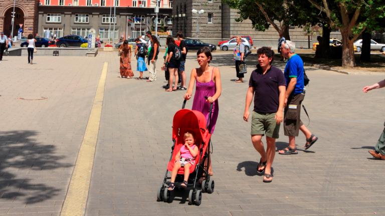 Средната заплата в София надхвърли 1700 лева, в страната - 1200
