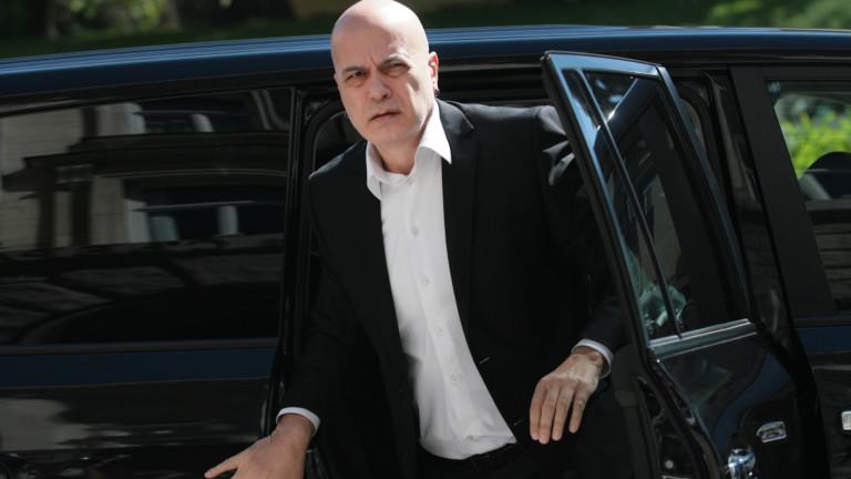 Слави Трифонов обвини Борисов, че спасява Горанов и удържа народния гняв