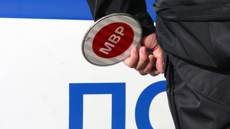 56-годишен блъсна с колата си полицай в Добрич