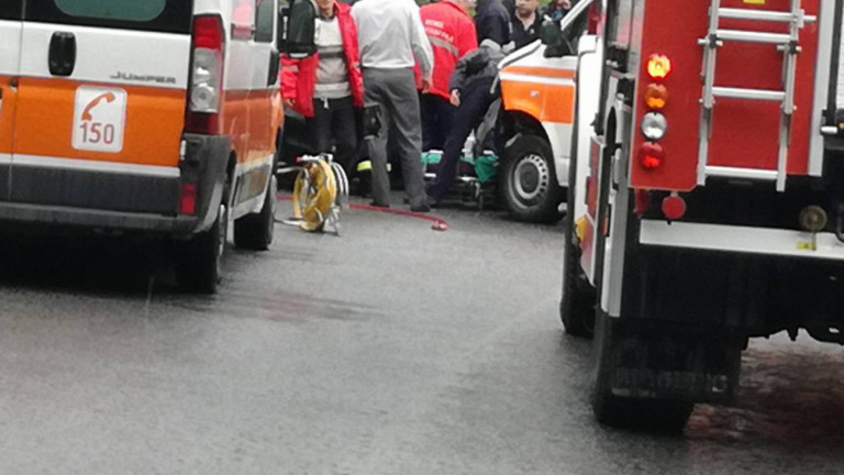 Жертва и четирима ранени при челен сблъсък край Враца