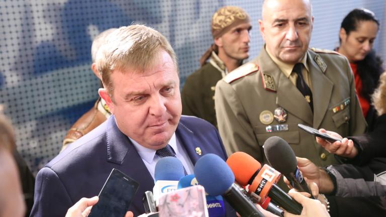 Вицепремиерът и министър на отбраната Красимир Каракачанов е изпратил покани