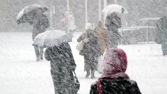 Обилни валежи, снегонавявания и поледици – 24 области са с жълт код