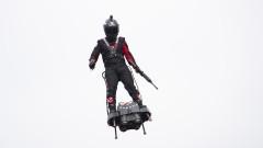 """""""Летящият човек"""" Франки Запата се подготвя за исторически полет над Ламанша с ховърборд"""