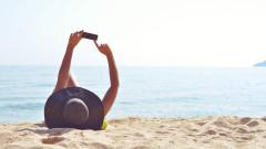 Как да предпазим телефона от летните температури