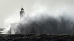 """Ураганът """"Киара"""" взе жертва във Великобритания, 25 000 души са без ток"""