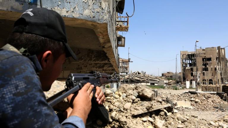 """Атентатор самоубиец от """"Ислямска държава"""" се взриви на събрание на групировката в Ирак"""