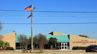 Един ранен при експлозия на пакет в склад на FedEx в Тексас