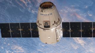 SpaceX прати почти три тона доставка на Международната космическа станция