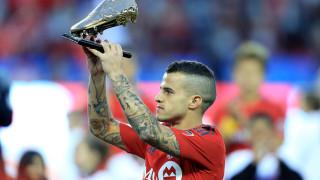 Джовинко - футболистът, който се мотаеше около майка си