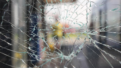 Русенец строши входната врата на Общината с метална тръба