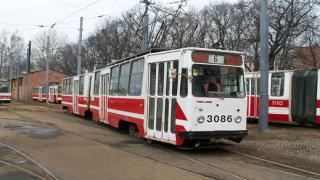 Пускат допълнителни автобуси и трамваи в неделя